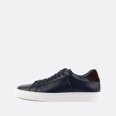 Navy blue leather sneakers with bordeaux heel tab.