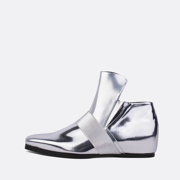 Silver polished leather wedge boots with elastic strap.