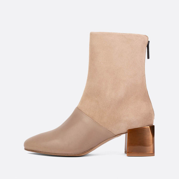 Heeled ankle boots in khaki leather and suede with golden heel.