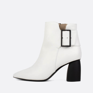 Heeled ankle boots in white leather.