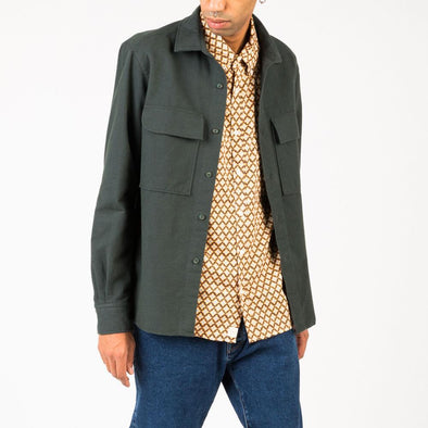 Timeless thick olive green shirt with 2 front pockets.