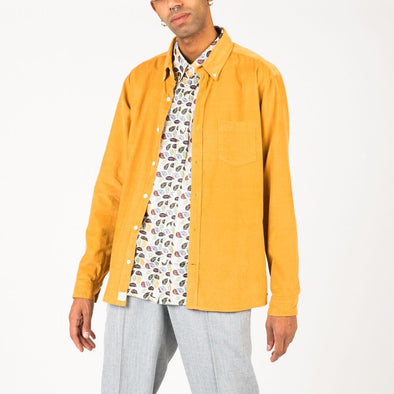 Casual long sleeved shirt in inca yellow needle corduroy.