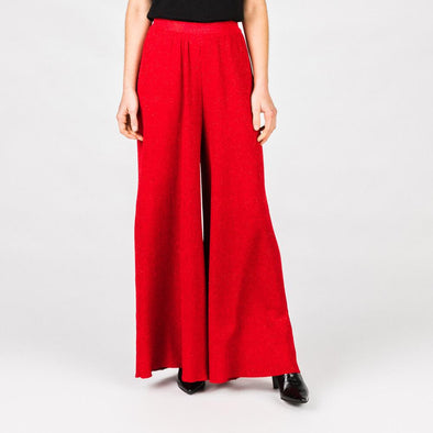 Red knitted super wide trousers with elastic band.