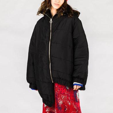 Asymetric black puffer jacket.