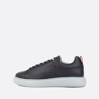 Black low-top leather sneakers with elastic strap.