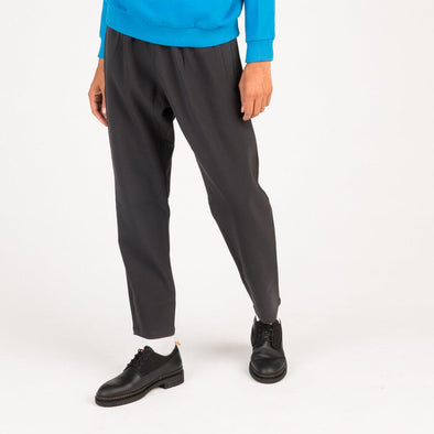 Regular fit mid-rise grey trousers in stretch fabric.