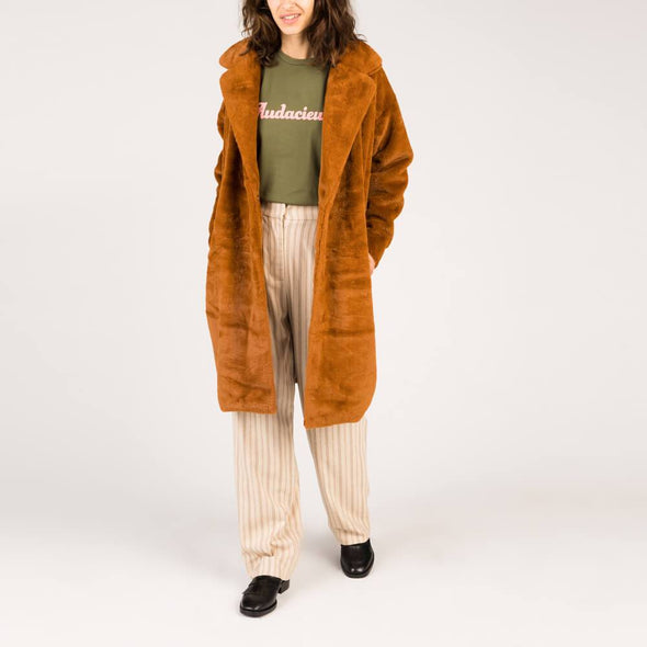 Women's brown oversized fur teddy bear coat with belt. Free shipping over 200€ to selected European countries.
