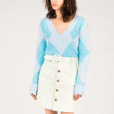 Fluffy-textured knit with detachable sleeves in blue tones.