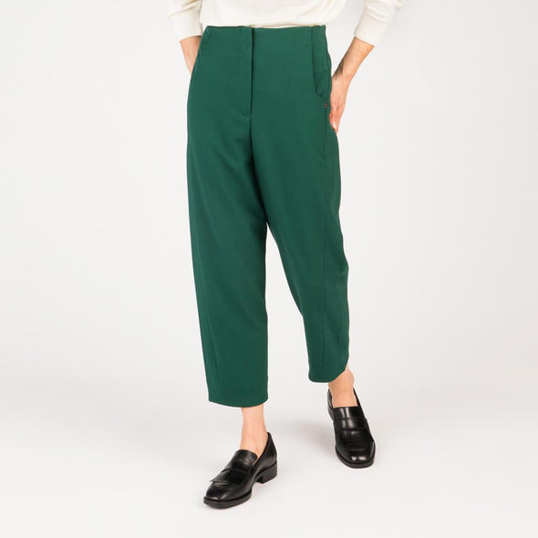Low elastic green twill ankle trousers.
