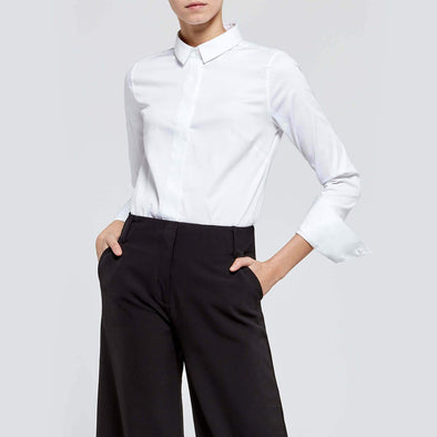 Versatile essential white shirt with a soft-touch feel.