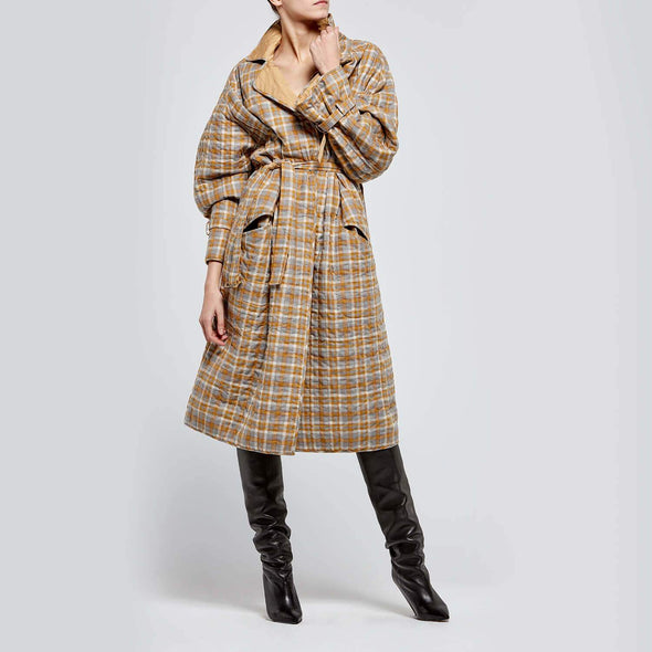 Reversible long quilted coat with rectangular pockets, belt and cuffs.