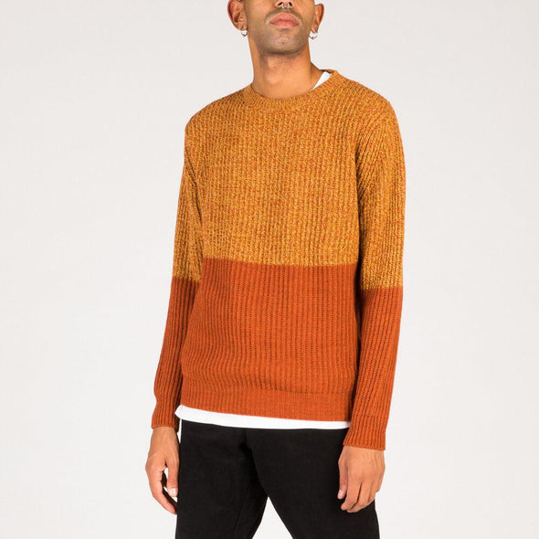 Fisherrib knit in brown and ochre yellow.