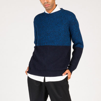 Fisherrib knit in different shades of blue.