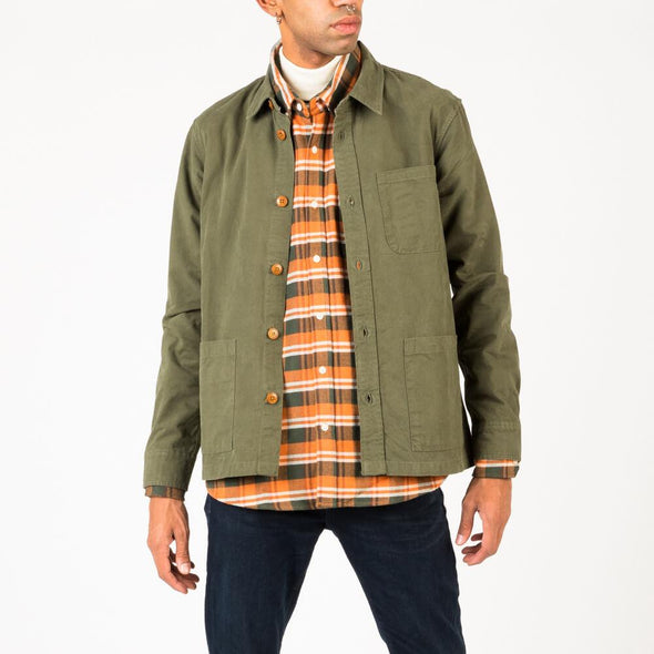 Olive overshirt in heavy and dense canvas.