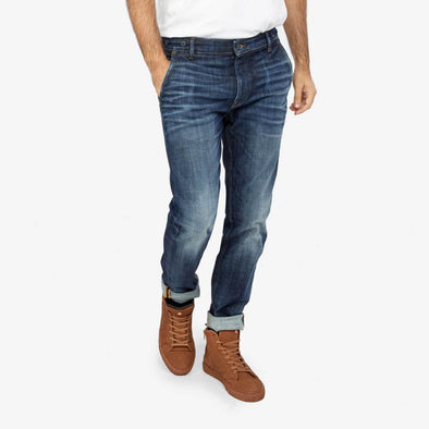 Slim fit jeans with wash.