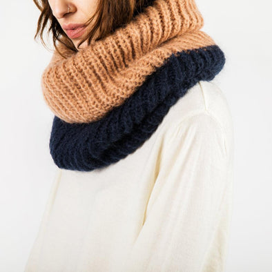 Tube scarf in navy blue and camel.