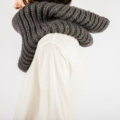 Tube scarf in dark grey.