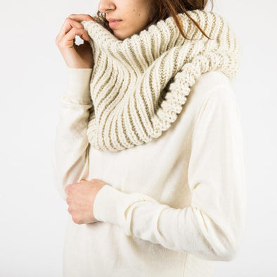 Tube scarf in soft grey.