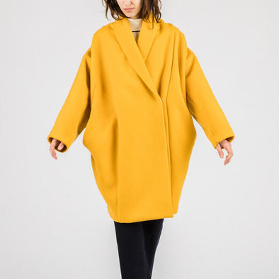 Strong yellow structured coat.
