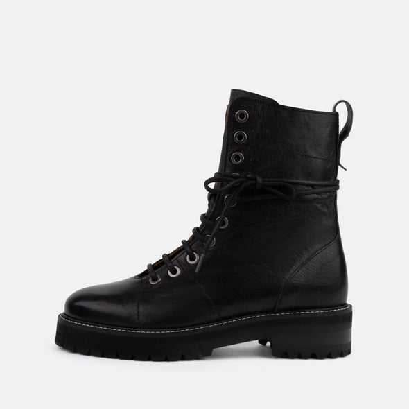 Black leather boots with matching laces.