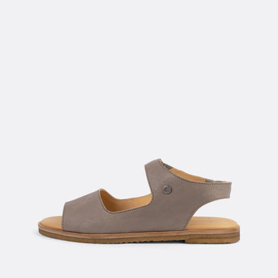 Flat sandals in grey leather.