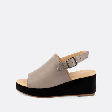 One strap heeled sandal with side fastening in 100% grey leather.