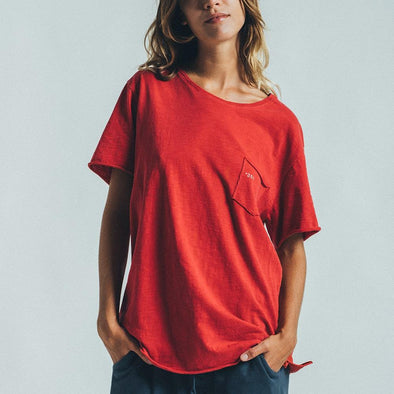 Loose fit t-shirt with +351 printed on the front pocket.