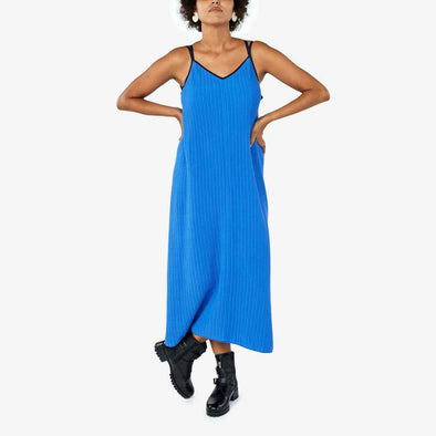 V-neck dress with adjustable straps and is made of a wrinkled effect cotton knit.