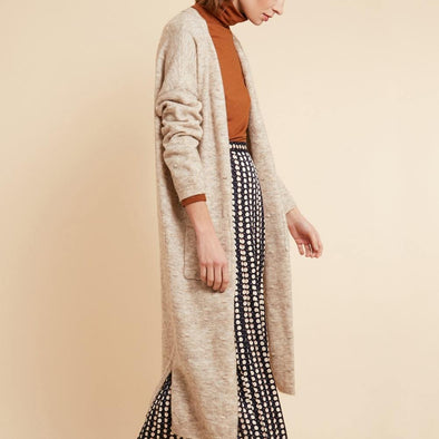 Beige long cardigan featuring low shoulders and two front pockets.