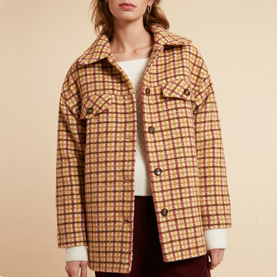 Checked short coat with shirt collar and fake front pockets.