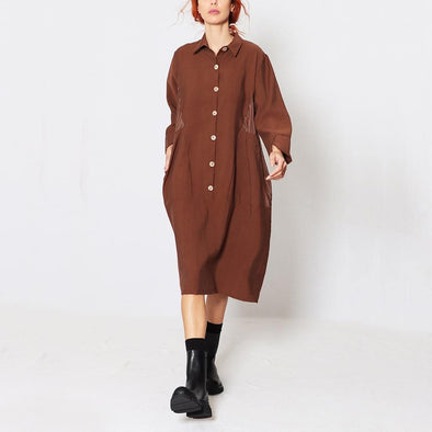 Longsleeve midi shirt dress with detail cuts on the back.