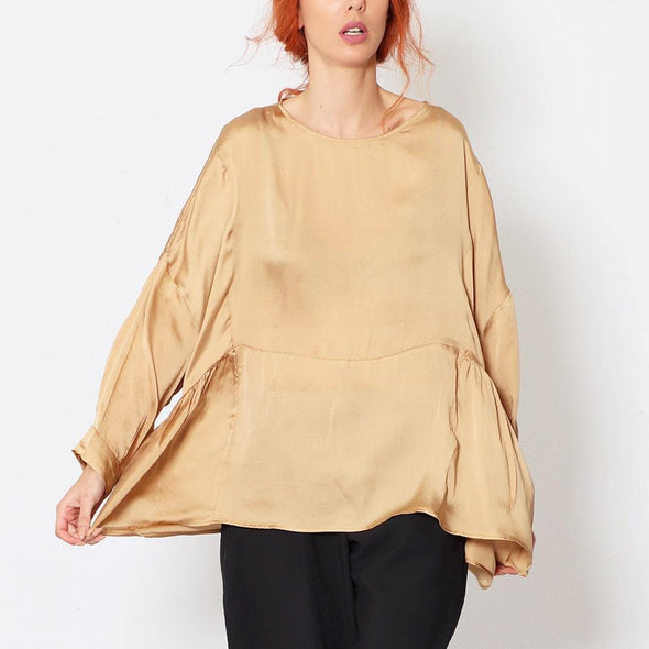 Oversize asymmetric blouse with waist cut all the way around to the back.