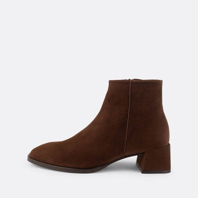 Brown suede boots with squared toe and heel.
