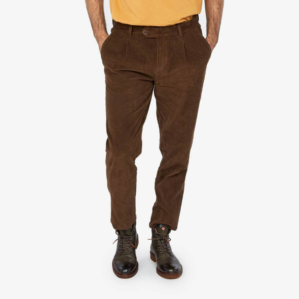 Corduroy trousers slightly tapered in the leg featuring two reverse welt pockets.