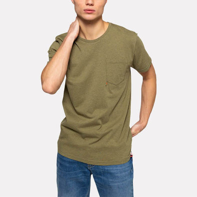 Honey regular fit t-shirt with a chest pocket and embroidery.