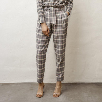 High waisted paperbag carrot trousers in grey plaid with waist ties.
