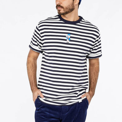 Relaxed fit t-shirt with a minimal stripe report and embroidery on the chest.