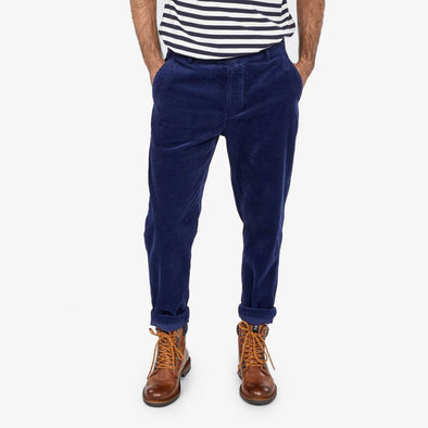 Uniform fit trousers featuring leg that narrows slightly from the knee to the hem.