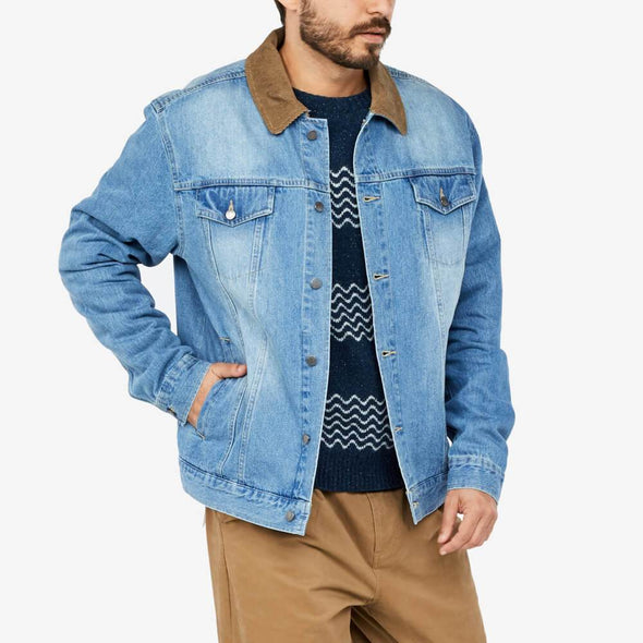 Denim jacket with corduroy collar and double chest pockets and welt pockets.