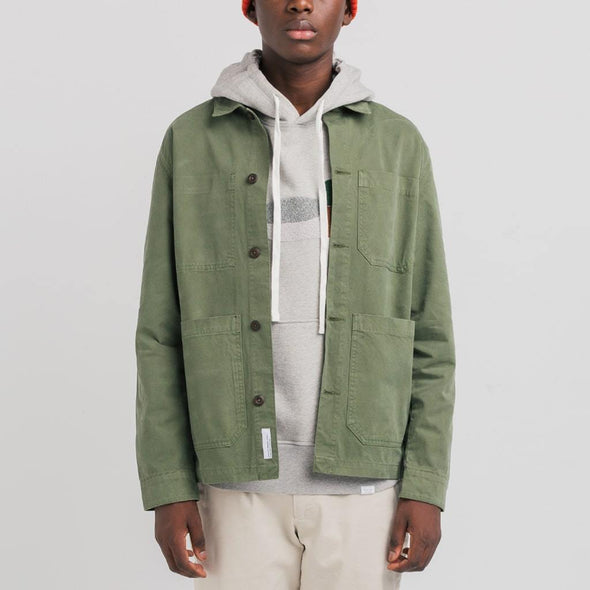 Jacket in 100% green dye cotton featuring four square pockets and spread collar.