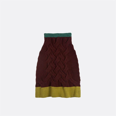 Mid length knitted skirt.