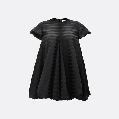 Stripped balloon dress in black with short sleeves.