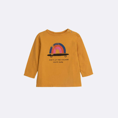 Round neck long sleeve basic yellow sweatshirt with garment dye and frontal print.