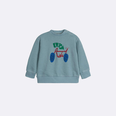 Round neck long sleeve basic blue sweatshirt with garment dye and frontal print.