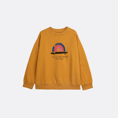 Round neck longsleeve basic yellow sweatshirt with garment dye and frontal print.