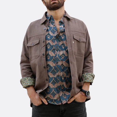 Brown shirt jacket with button fastening and two chest pockets and side hand pockets, deatil lining with different pattern and fabric.