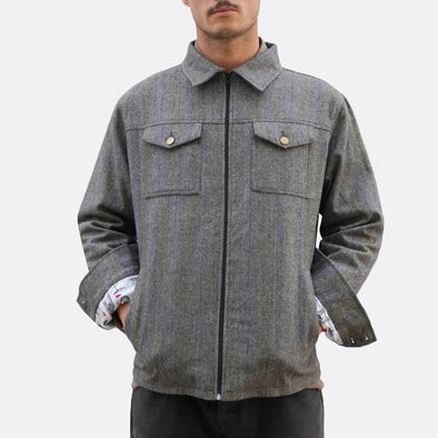 Grey shirt jacket with button fastening and two chest pockets and side hand pockets, deatil lining with different pattern and fabric.