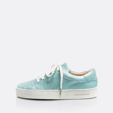 Low top blue sneakers in 100% cotton.