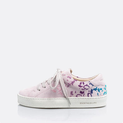 Low top lilac sneakers in natural suede with leopard print detail.