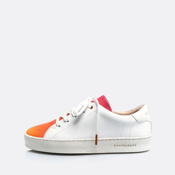 Low top white sneakers in natural leather and 100% cotton with degradé detail.